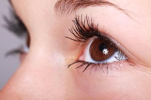 了解与远近视症状相似的散光,做好相应的改善措施
